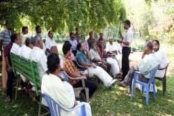 Farmers-field-school-on-Scientific-Banana-cultivation