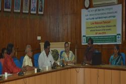 KVKs experts interacting with farmers